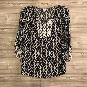 NWOT Crown & Ivy Navy and White Popover Top Sz XS